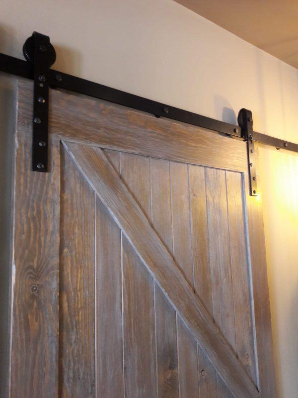 puerta tipo granero de madera