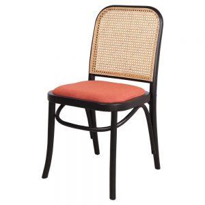silla negra con asiento tapizado coral
