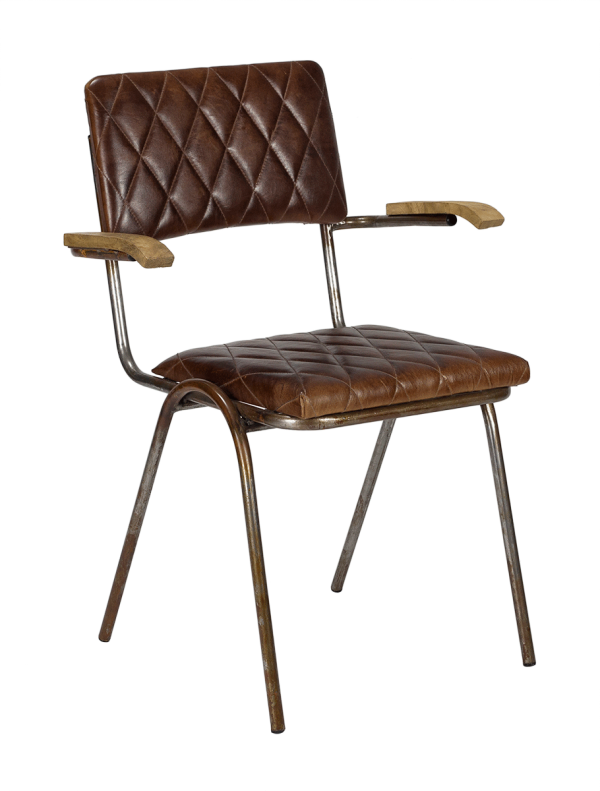silla tapizada cuero marrón con brazos