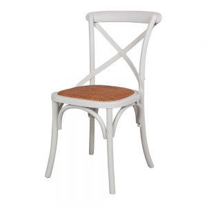 silla blanca de madera con asiento de rattan