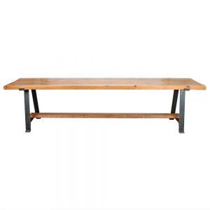 banco de madera con patas de hierro
