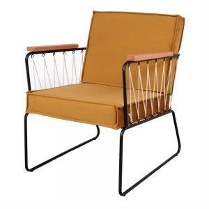 sillón con cojines amarillo mostaza