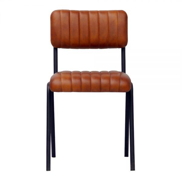 silla tapizada cuero marron y patas negras